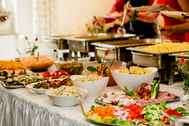 Important Differences Between Catered Buffets and Plated Meals